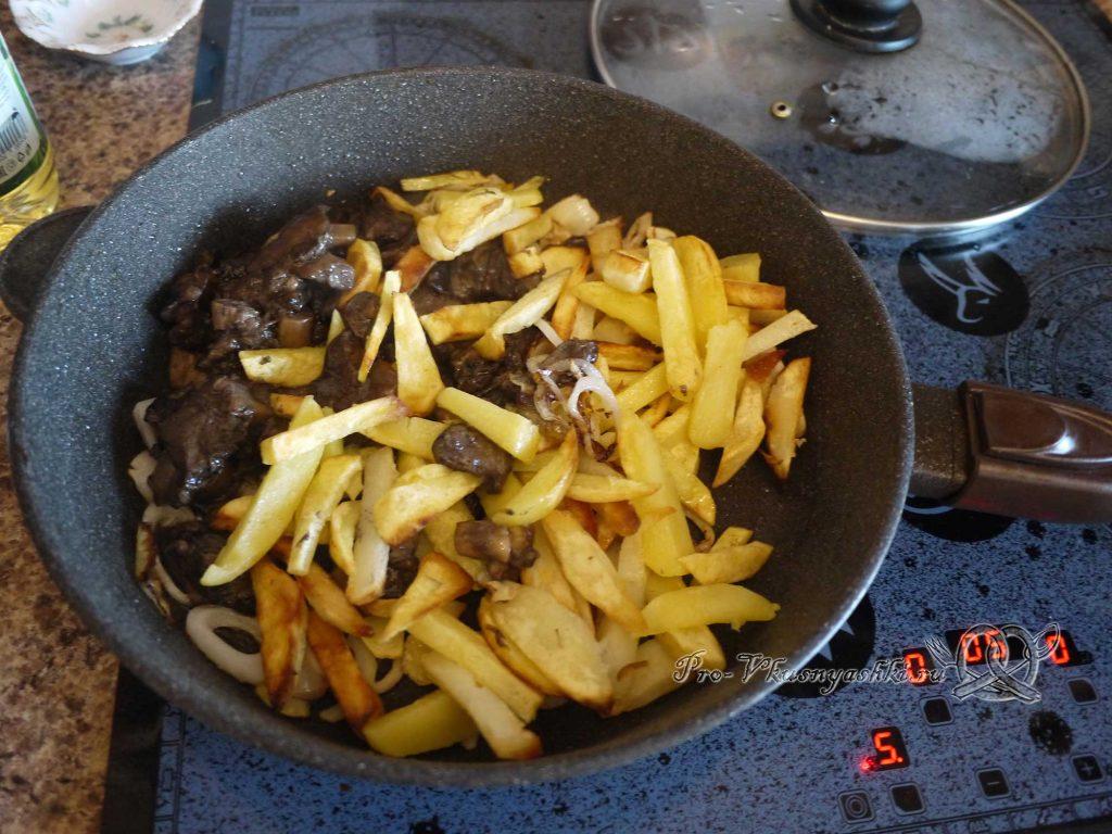 Жареная картошка с грибами и луком - соединяем все ингредиенты