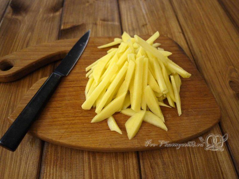 Салат «Гнездо перепелки» - нарезаем картофель
