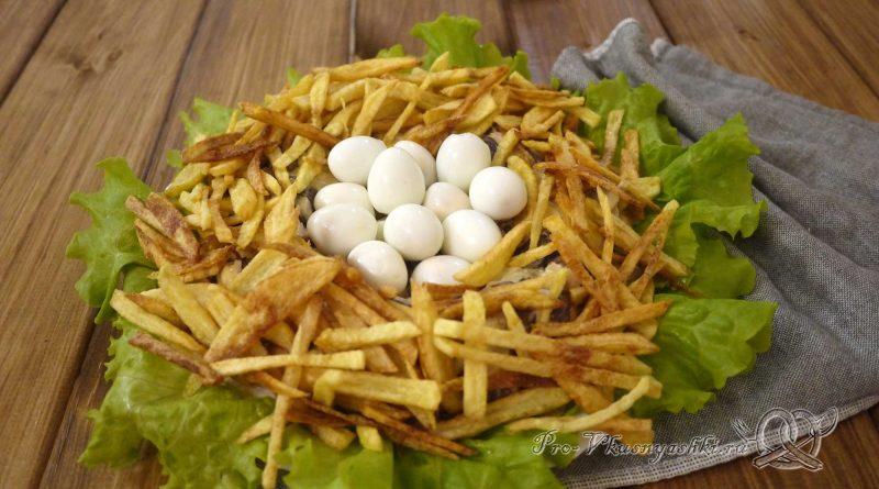 Салат «Гнездо перепелки» - подача