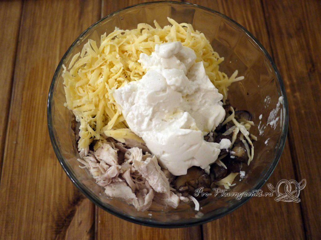 Салат «Гнездо перепелки» - смешиваем ингредиенты салата
