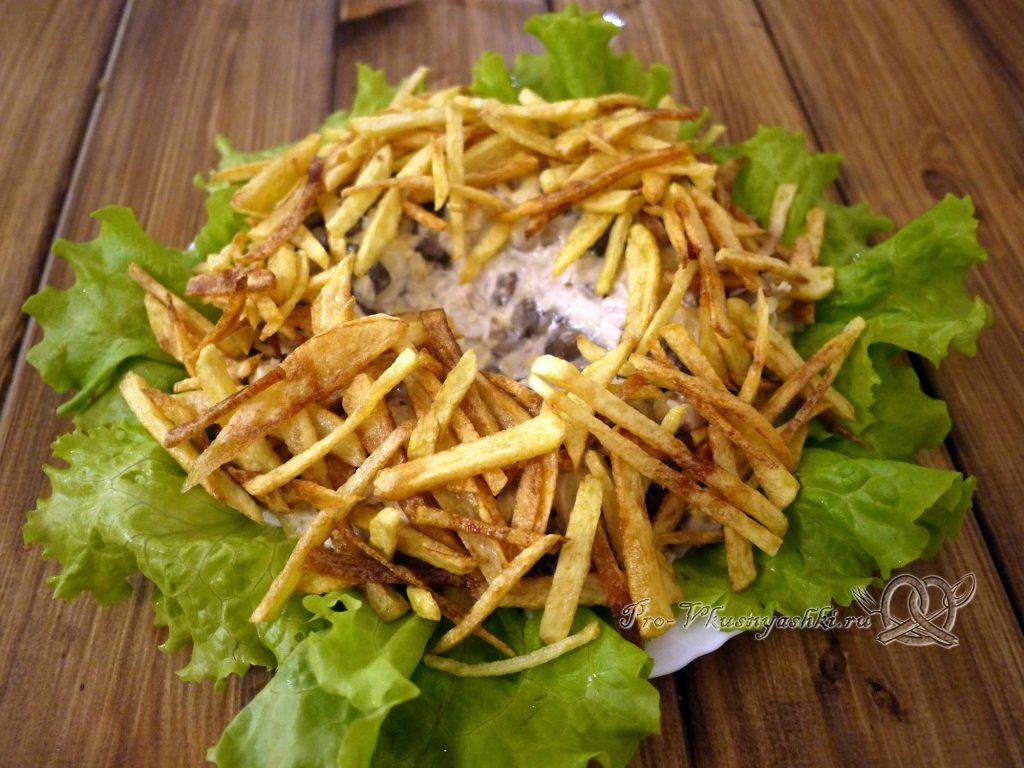 Салат «Гнездо перепелки» - выкладываем картофель в форме гнезда