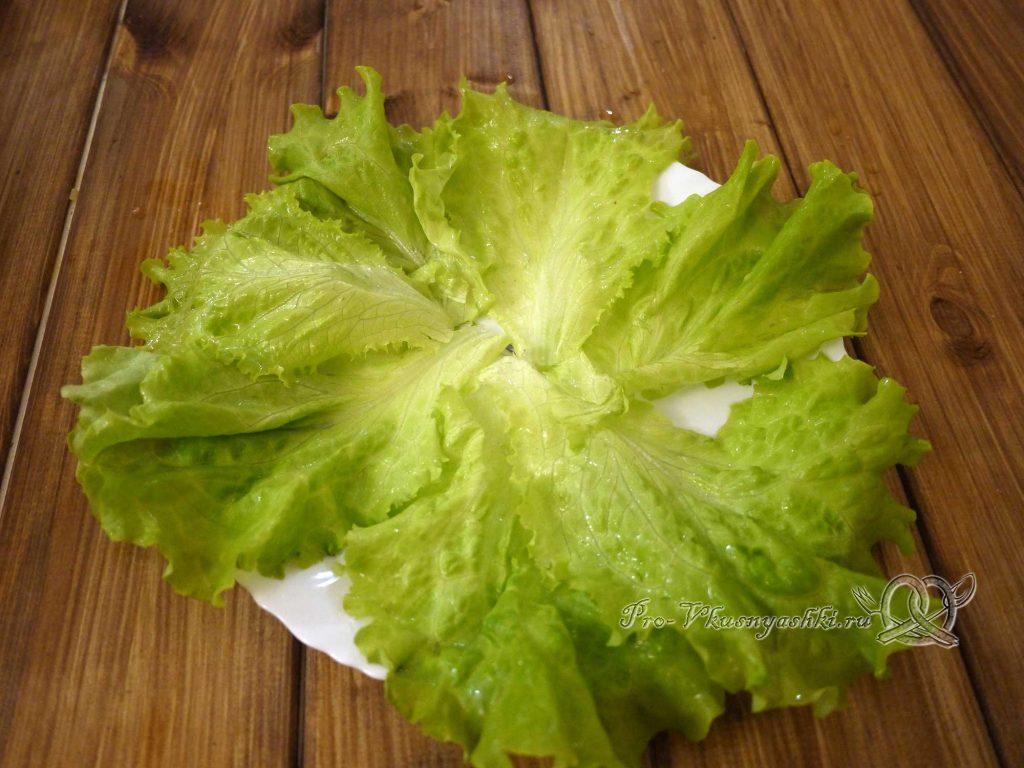 Салат «Гнездо перепелки» - выкладываем листья салата