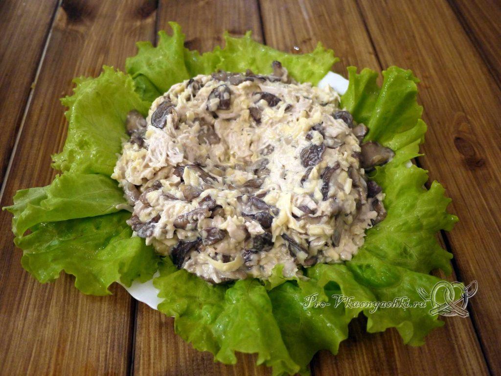 Салат «Гнездо перепелки» - выкладываем подготовленную начинку