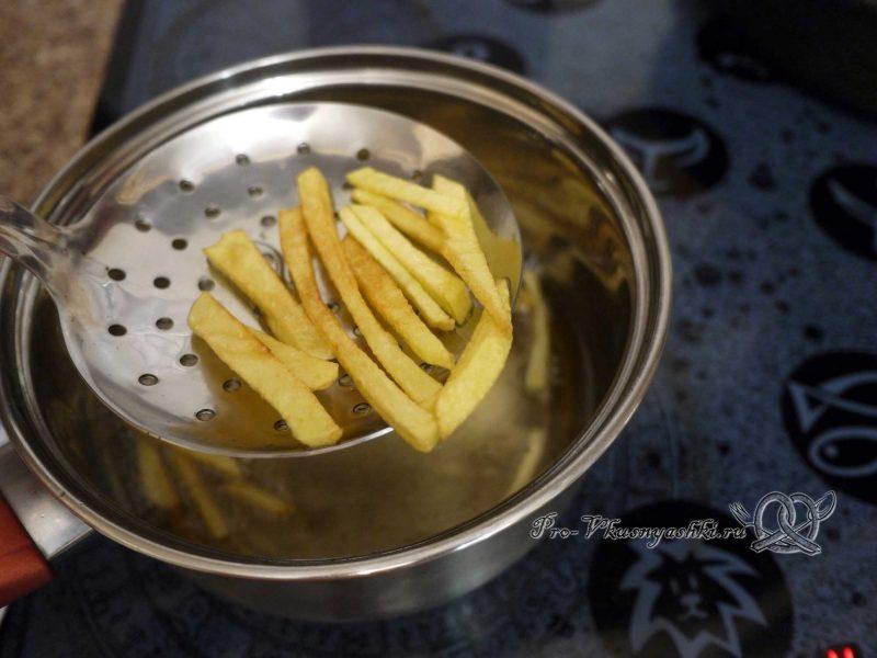 Салат «Гнездо перепелки» - вынимаем картофель из фритюра