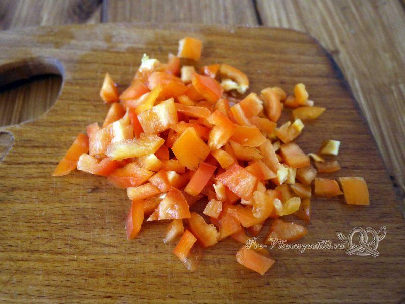 Торт из кабачков с помидорами и сыром - нарезаем перец