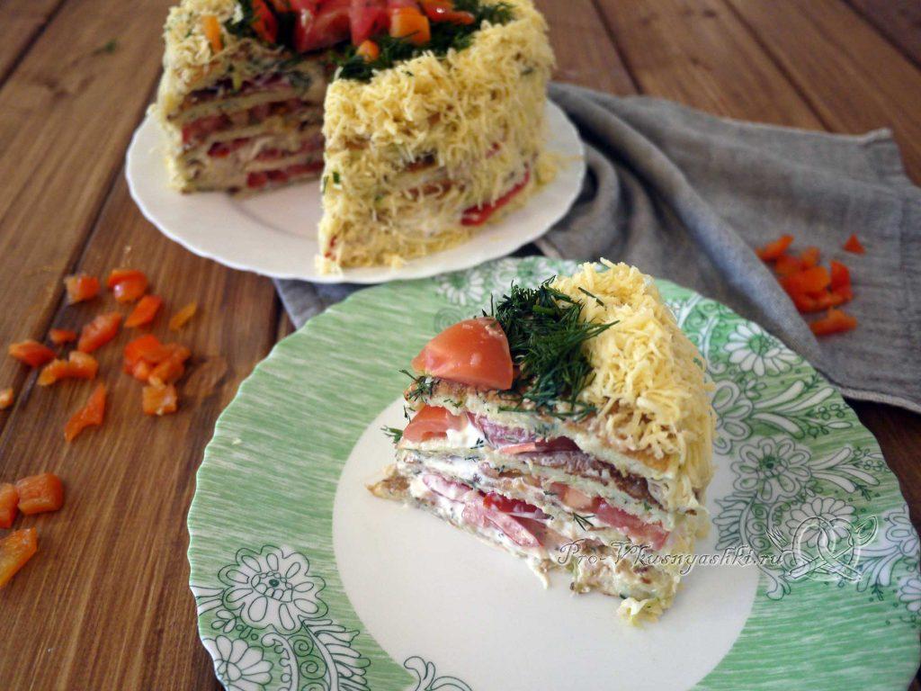 Торт из кабачков с помидорами и сыром - подача