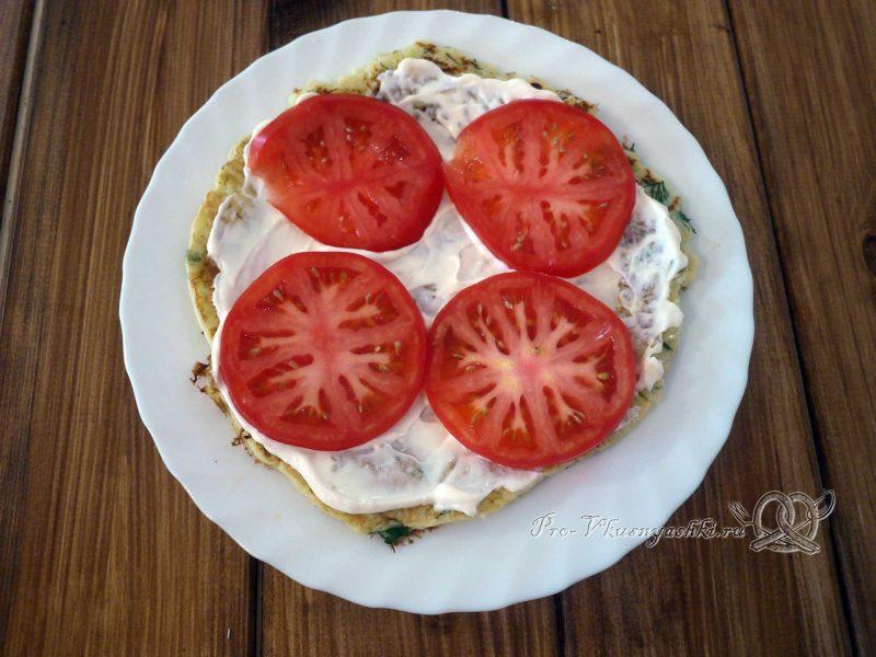 Торт из кабачков с помидорами и сыром - выкладываем помидоры