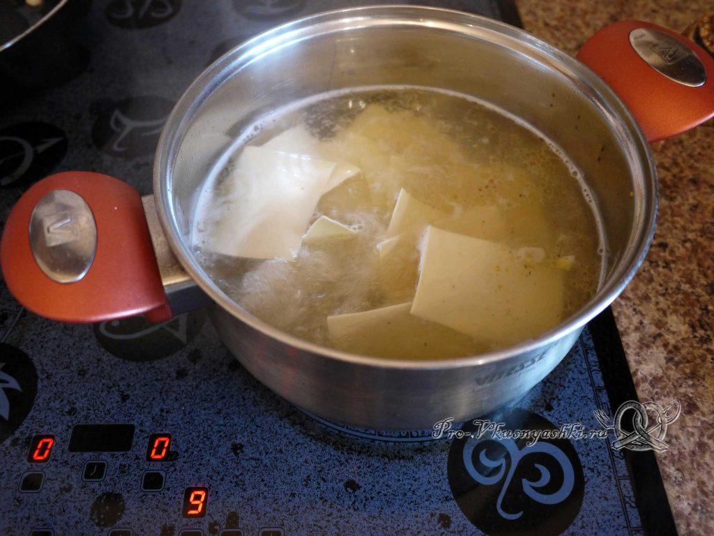 Бешбармак в домашних условиях - отвариваем лапшу