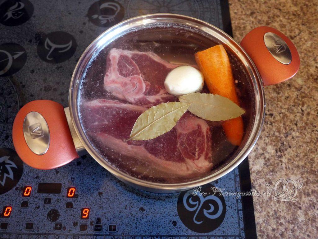 Гречка с мясом и грибами в горшочке - добавляем в бульон овощи