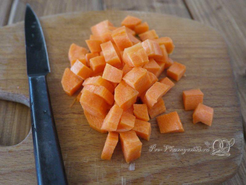 Гречка с мясом и грибами в горшочке - нарезаем морковь