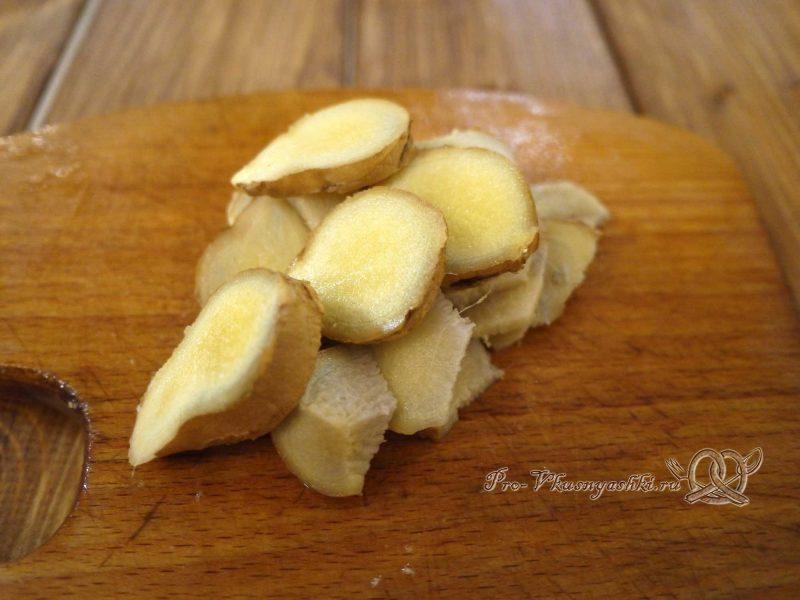 Компот из имбиря и лимона - нарезаем имбирь