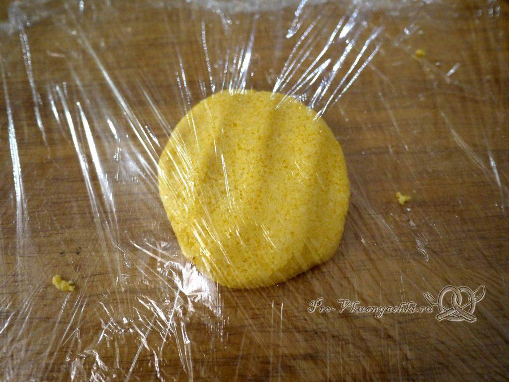 Лепешка Тортилья - выкладываем тесто на пищевую пленку