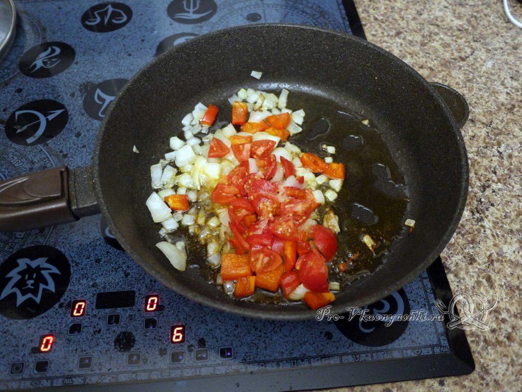 Лобио из фасоли по-грузински - добавляем помидоры к овощам
