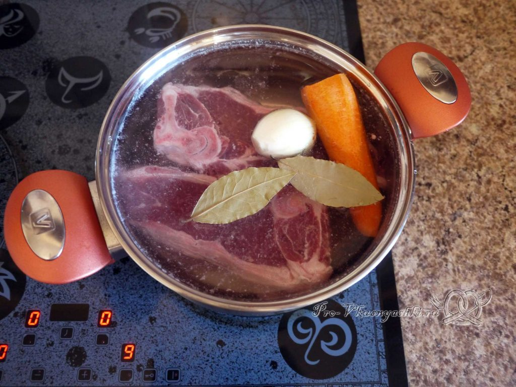 Суп Токмач - добавляем в бульон овощи
