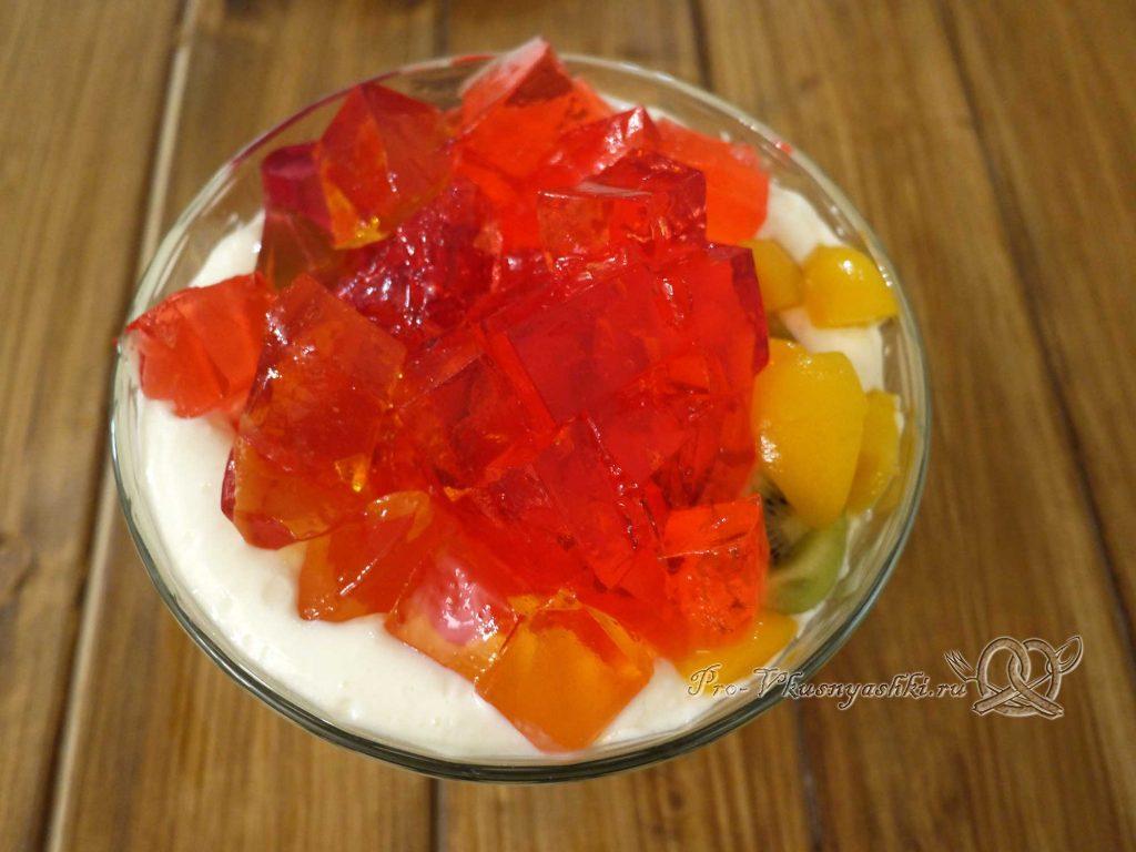 Желейный торт с фруктами и сметаной - добавляем желе в сметану