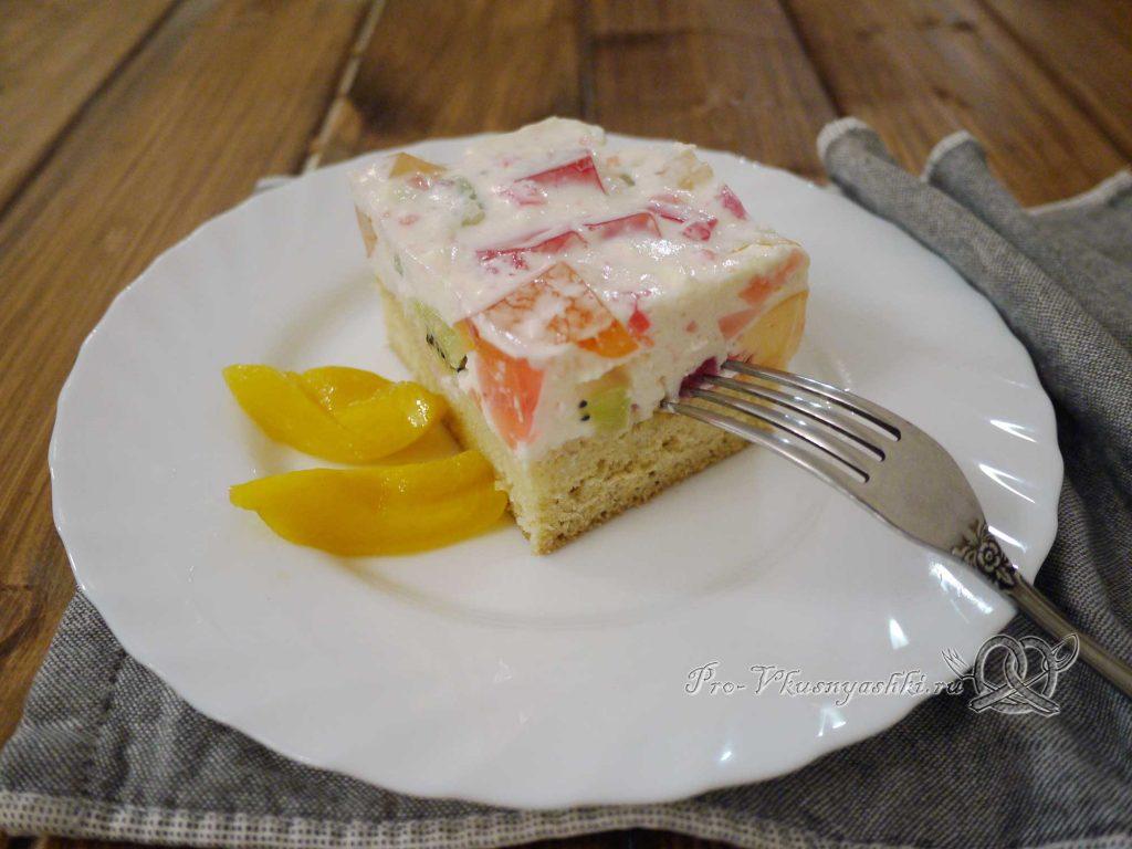 Желейный торт с фруктами и сметаной - подача
