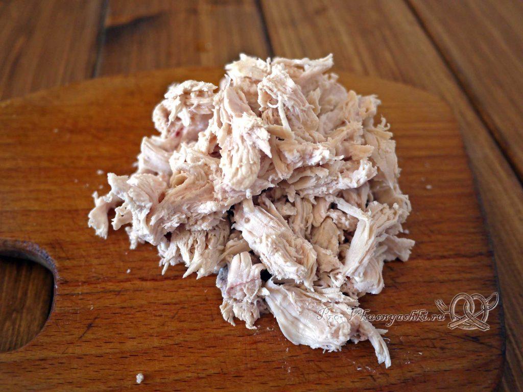 Салат Оливье рулетом - разбираем мясо на волокна