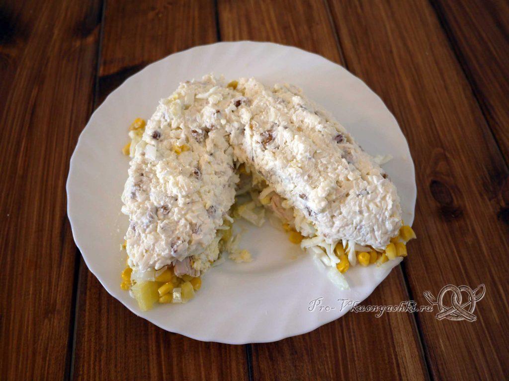 Салат Шишка с миндалем - выкладываем орехи и сыр на салат