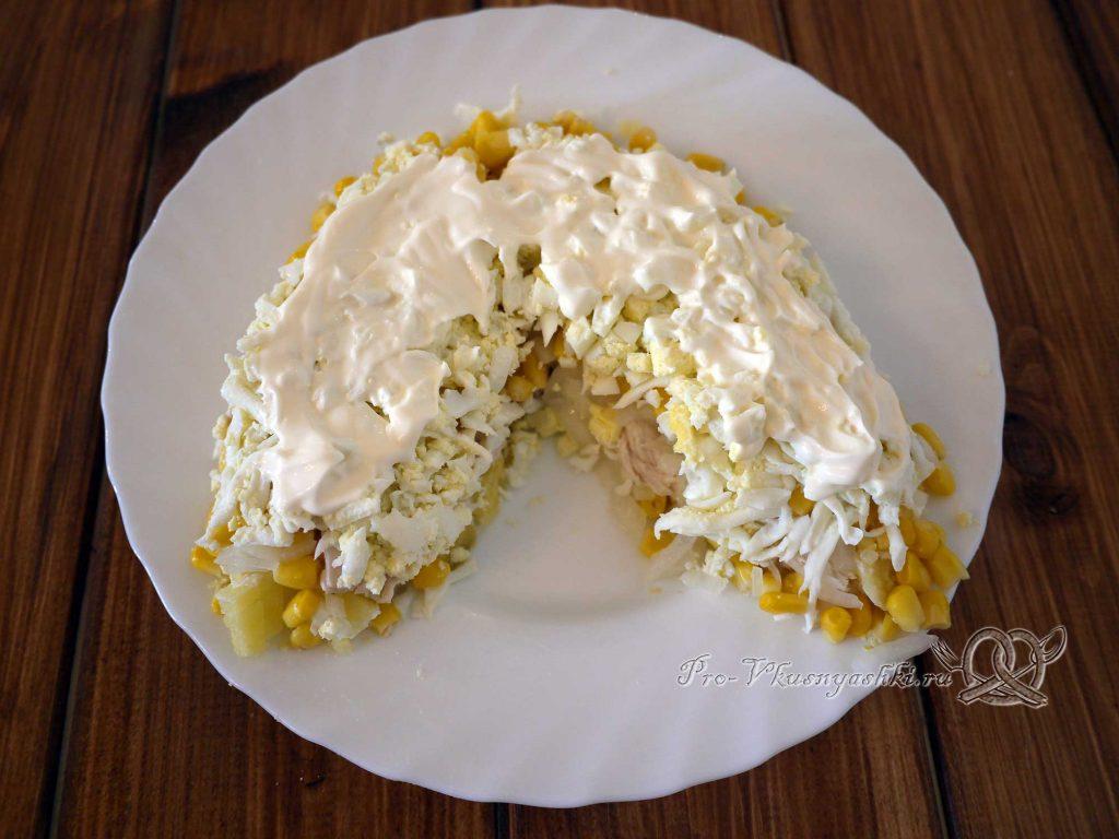 Салат Шишка с миндалем - выкладываем яйца