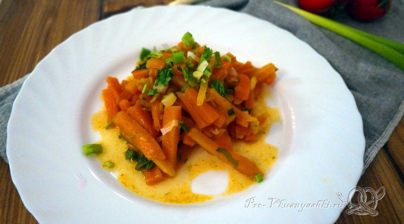 Тушеная морковь с луком - подача