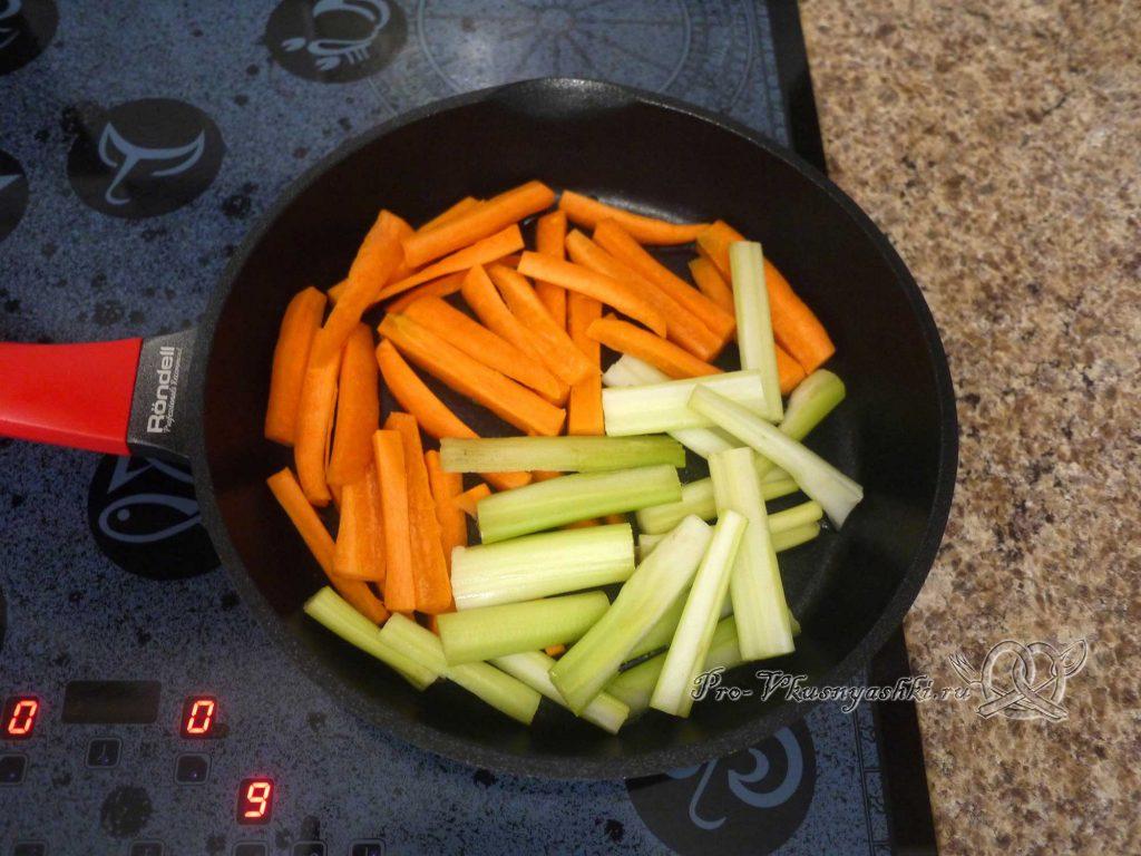 Грудки индейки запеченные в духовке с овощами - обжариваем овощи