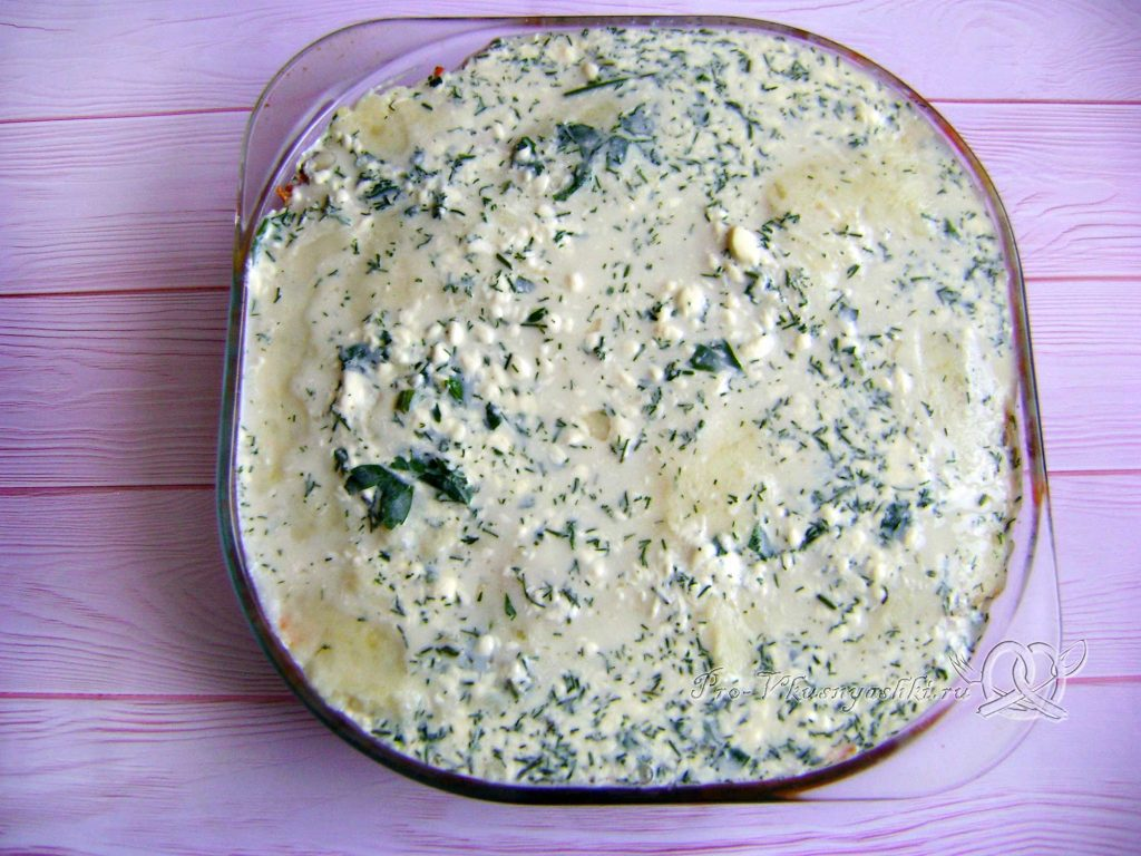 Картофельно-тыквенная запеканка с фаршем - намазываем соус