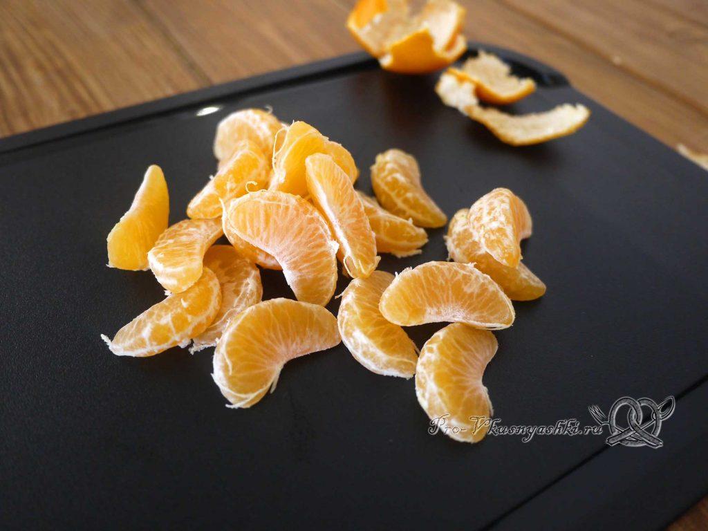 Курица фаршированная мандаринами в духовке - очищаем мандарины