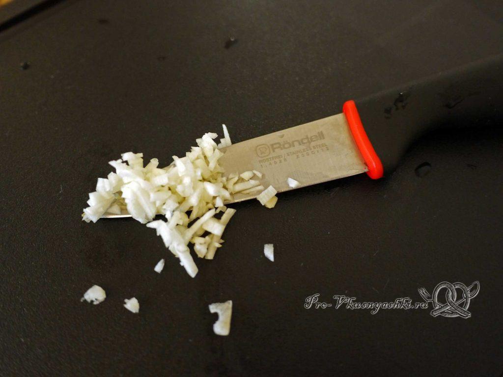 Соус Гуакамоле классический - измельчаем чеснок