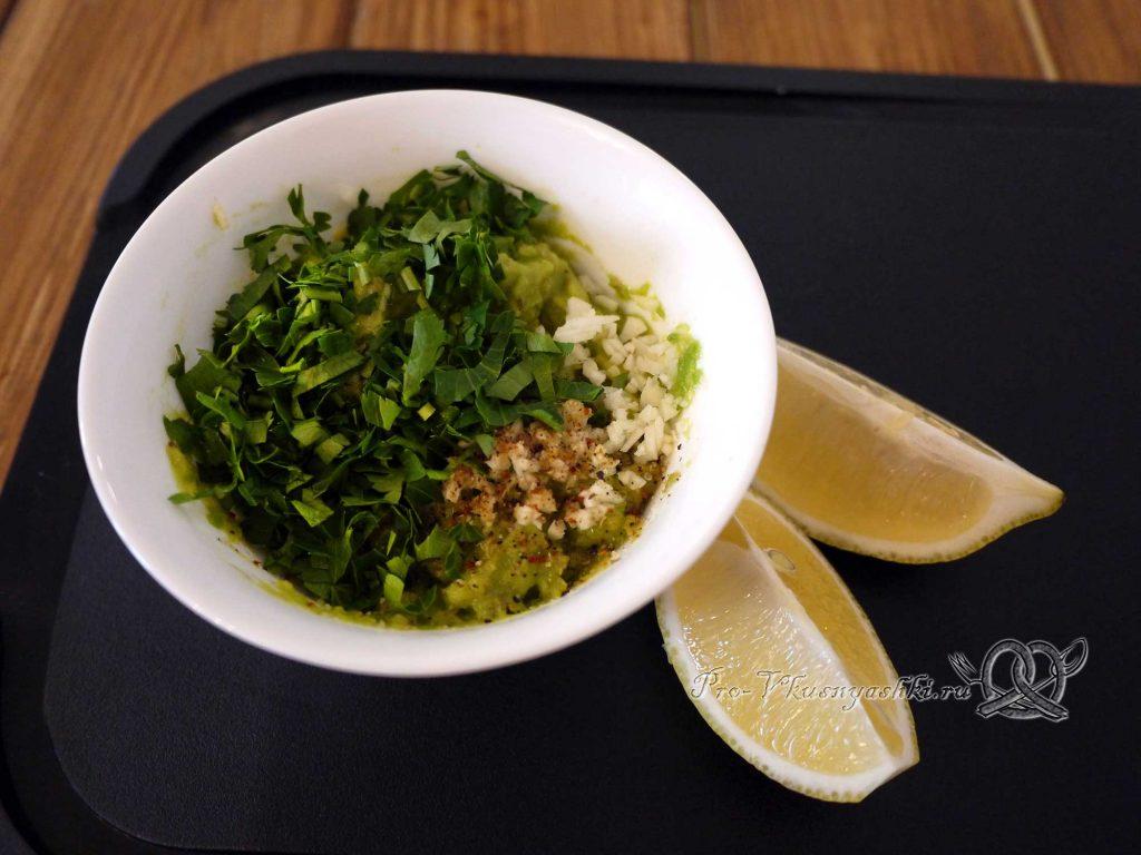 Соус Гуакамоле классический - смешиваем ингредиенты