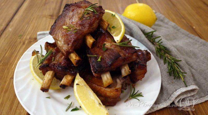 Свиные ребра запеченные в духовке в маринаде - подача