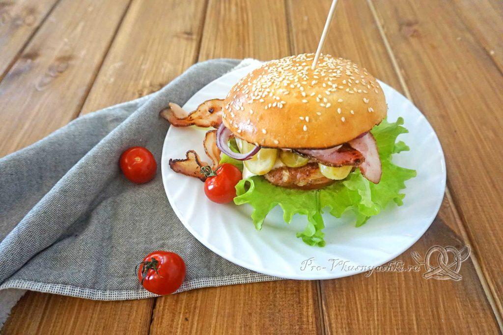 Бургер с беконом - подача