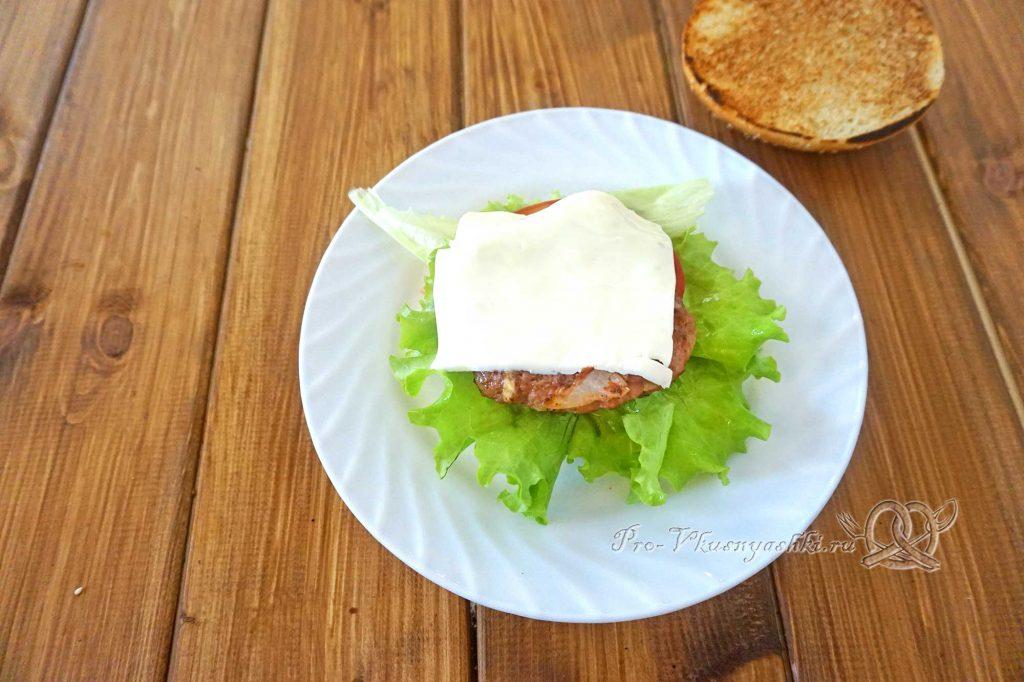 Бургер с беконом - выкладываем сыр