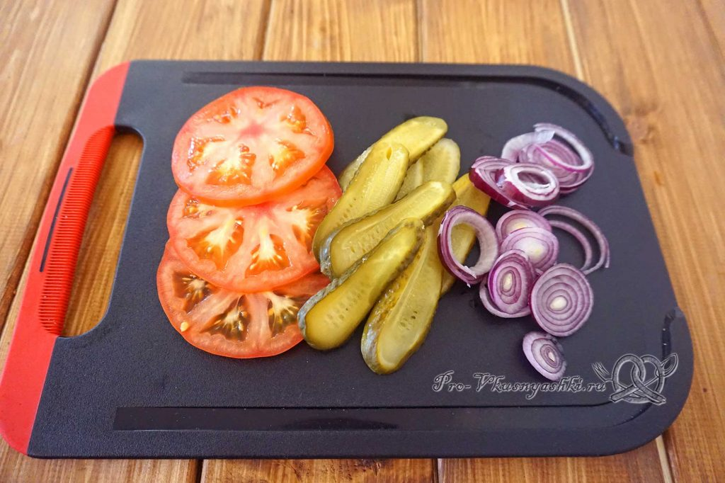 Домашний бигмак - нарезаем овощи