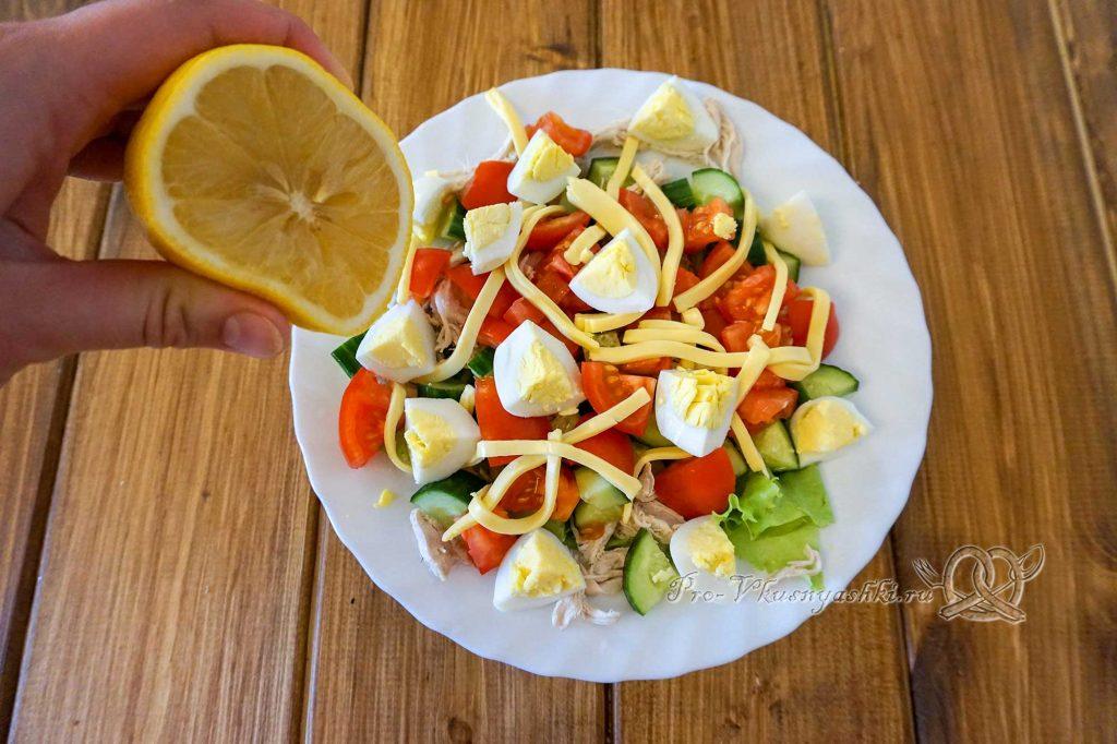 Салат Малибу с курицей - добавляем лимонный сок