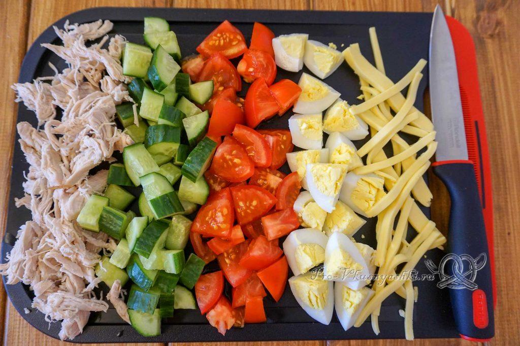 Салат Малибу с курицей - нарезаем ингредиенты