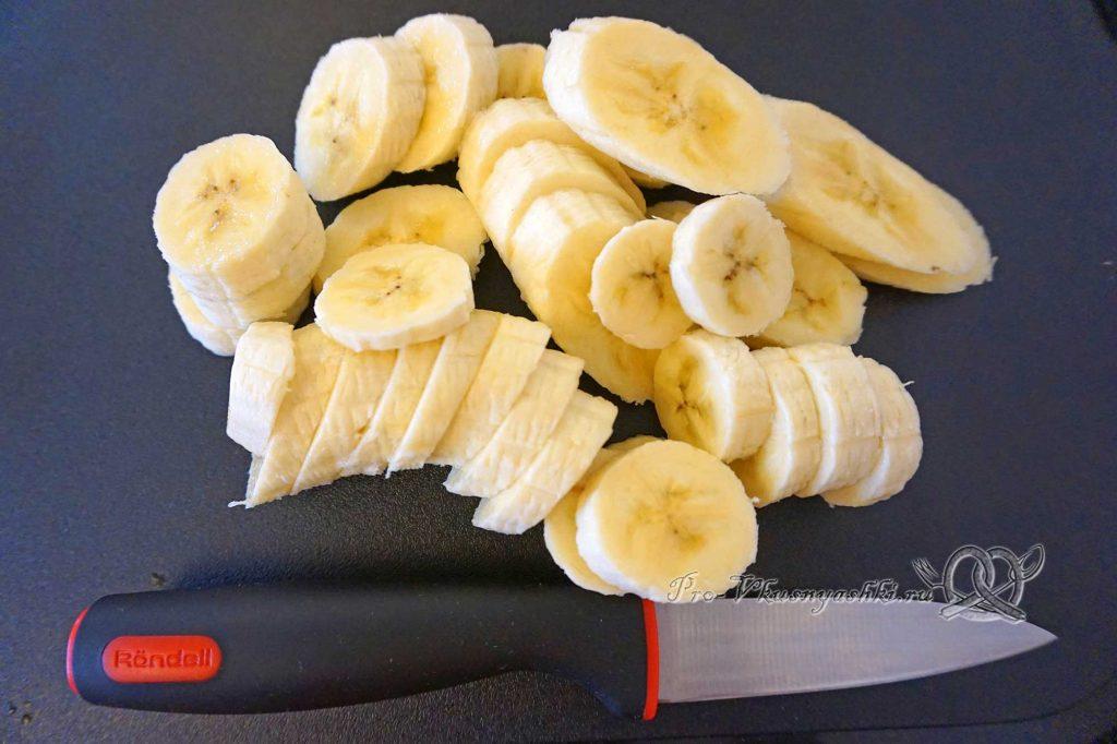 Торт «Банановый остров» - нарезаем бананы