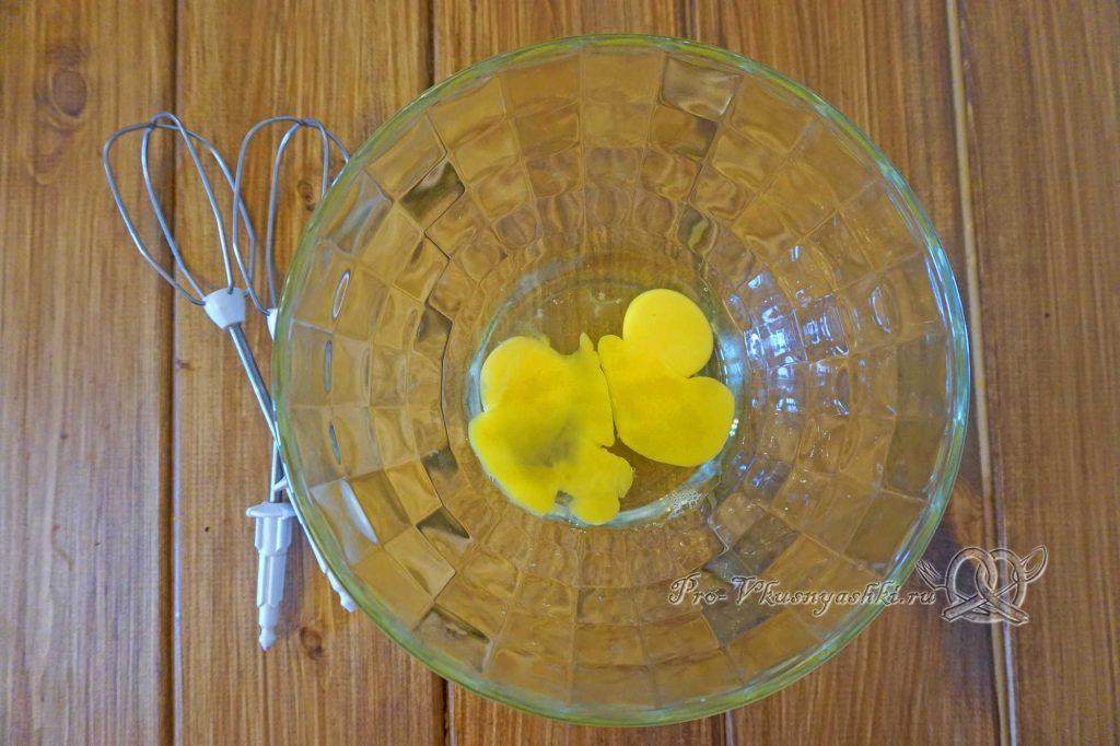 Торт «Банановый остров» - взбиваем яйца