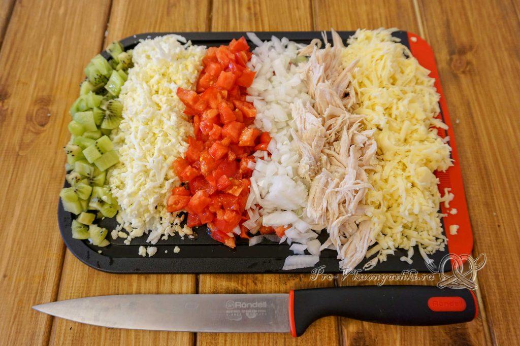 Салат Изумрудный с киви - нарезаем ингредиенты