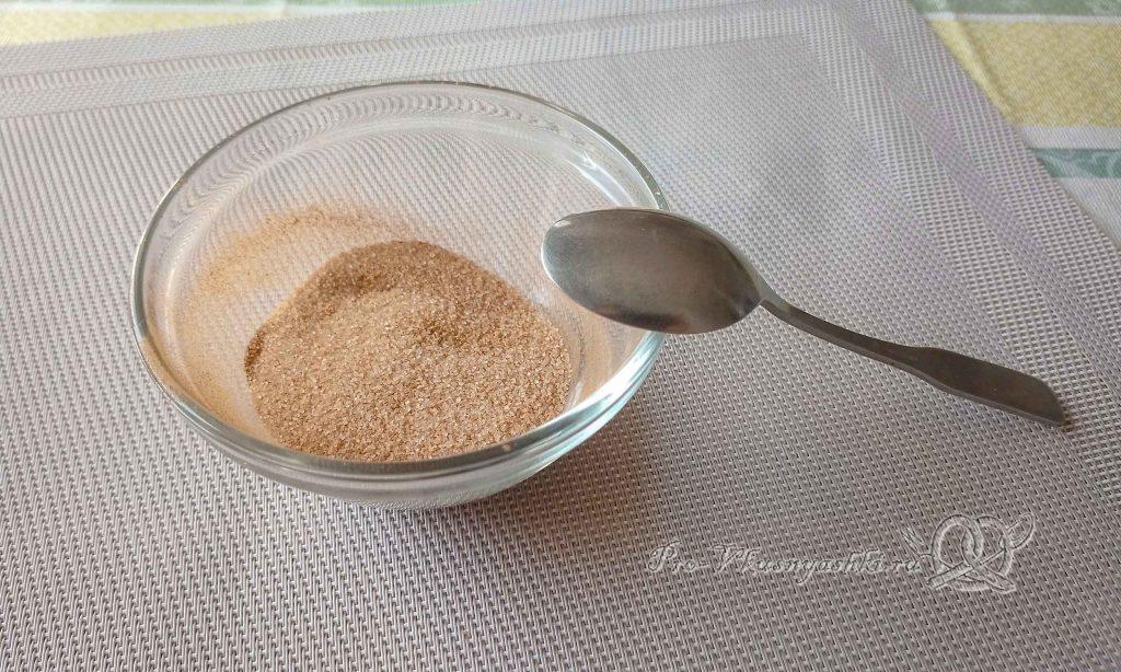 Баварский сливовый пирог - смешиваем сахар с корицей