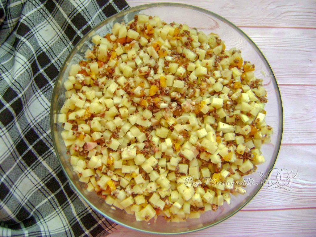 Эчпочмак по-татарски - перемешиваем ингредиенты