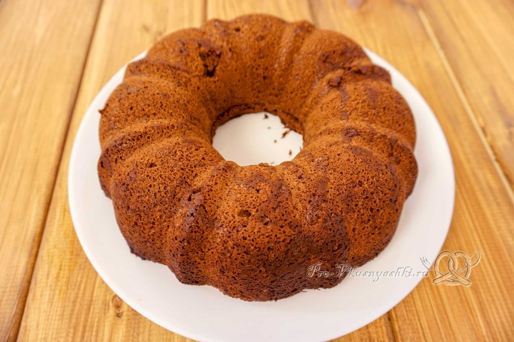 Брауни с шоколадом и кремом из вареной сгущенки - остужаем бисквит