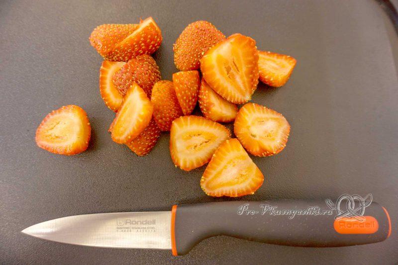 Торт Фрезье с клубникой - нарезаем клубнику