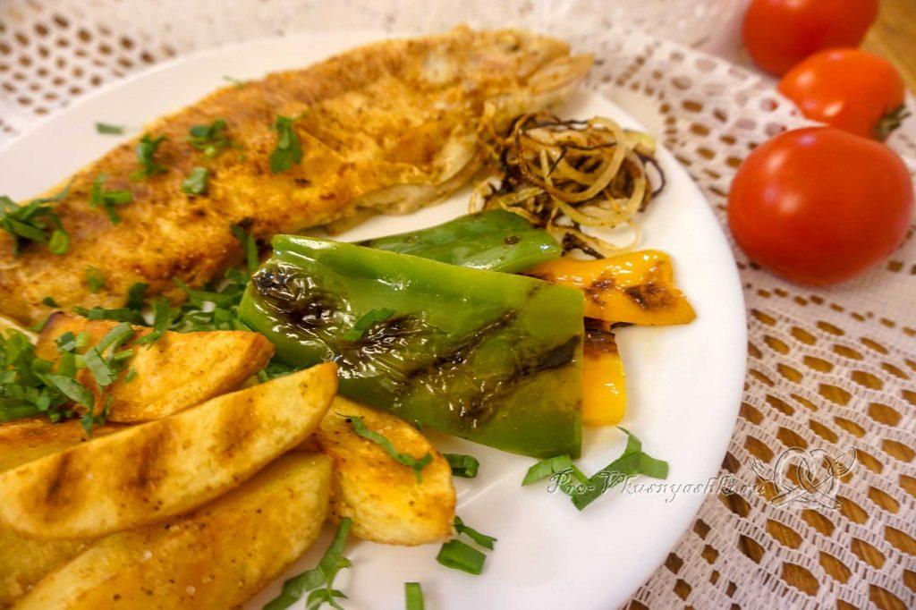 Болгарский перец на сковороде гриль - посыпаем перец солью и специями