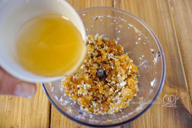 Фаршированные яблоки в духовке - добавляем мед в курагу и орехи