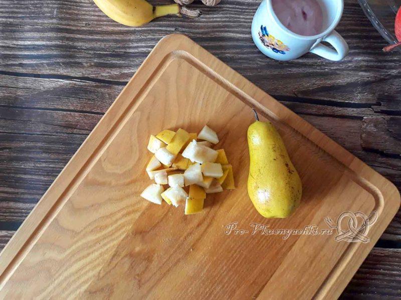 Фруктовый салат с йогуртом - нарезаем грушу