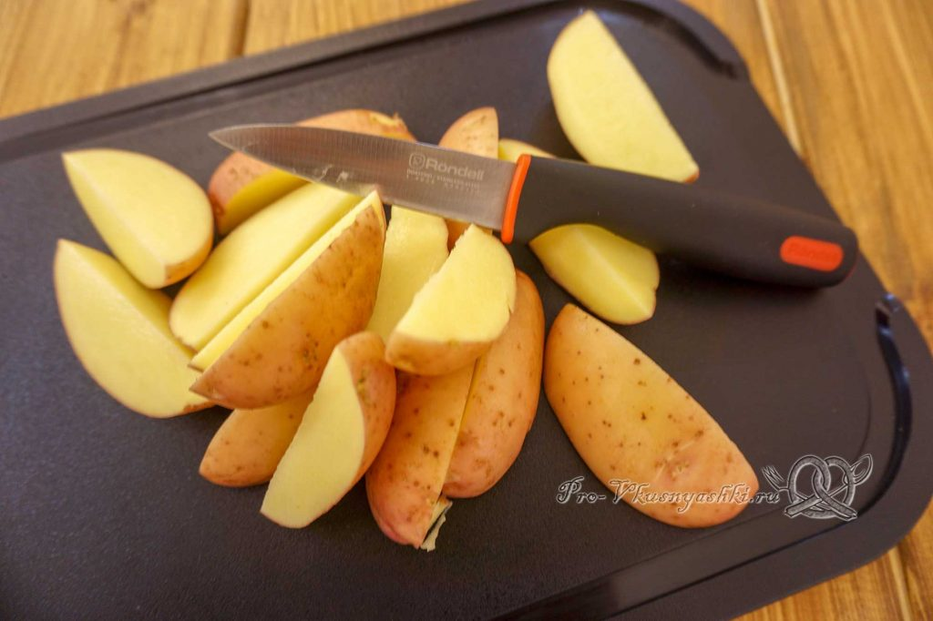Картофель на сковороде гриль - нарезаем картофель