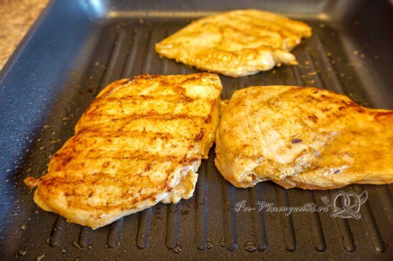 Курица на сковороде гриль - обжариваем филе с другой стороны
