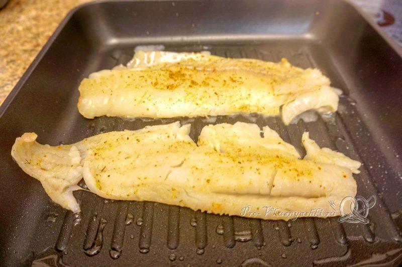 Минтай на сковороде гриль - обжариваем рыбу с одной стороны