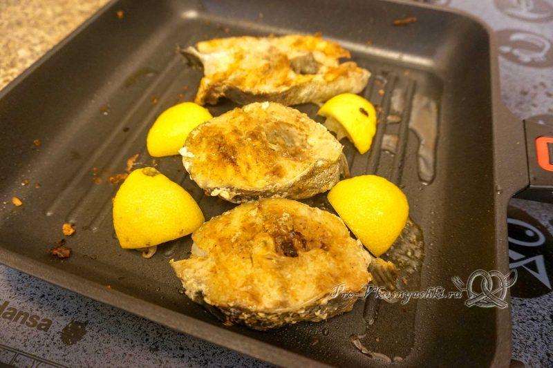 Стейк трески на сковороде гриль - добавляем лимон