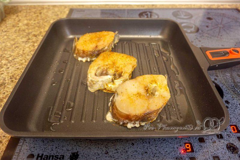Стейк трески на сковороде гриль - обжариваем рыбу с одной стороны